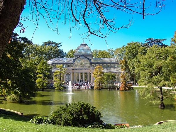 Sehenswürdigkeiten Madrid Parque del Retiro con el Palacio de Cristal