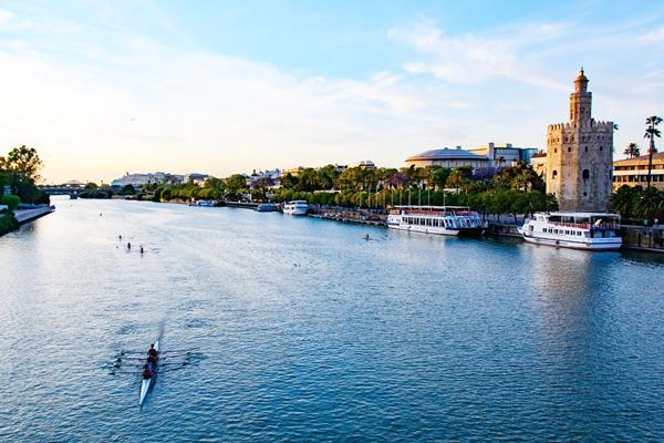 Sehenswürdigkeiten Sevilla: Fluss Guadalquivir y Torre de Oro